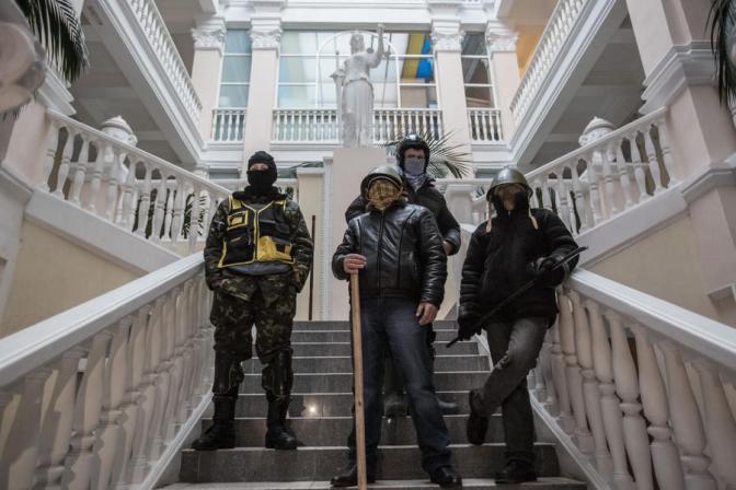 Майдановские активисты обвиняют друг друга в краже зарплаты за беспорядки на майдане