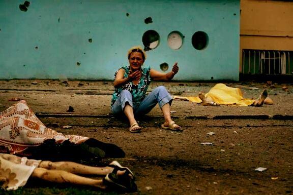 Последствия обстрела Луганска артиллерией режима Порошенко. Видео. Фото 18+ #Украина #Луганск #Горловка #Новороссия