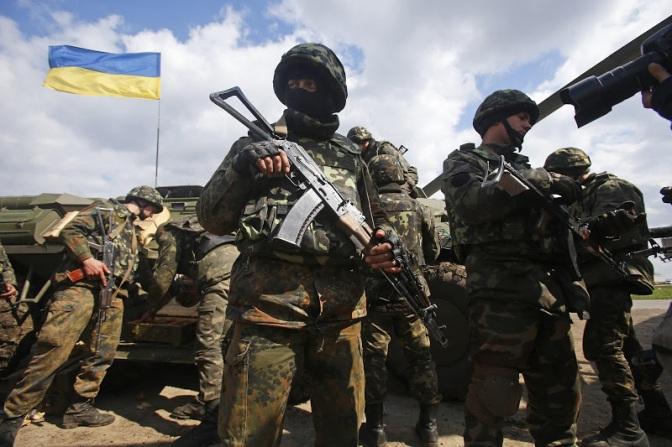 Режим Порошенко стягивает боевую технику к границе с Крымом #Украина #Крым #Новороссия