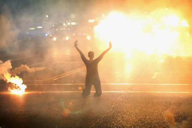 Народное восстание в США: для подавления протестов используется нацгвардия #США #Фергюсон