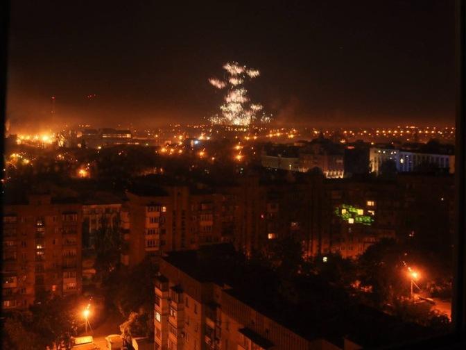 Каратели хунты обстреливают Донецк фосфорными боеприпасами. Фото. Видео #Украина #Новороссия #Донецк