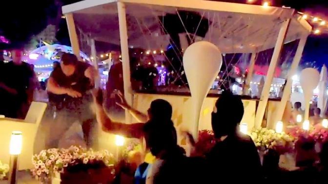 """Активисты """"Правого сектора"""" сорвали концерт Ани Лорак в Одессе #Украина #Одесса #ПравыйСектор"""