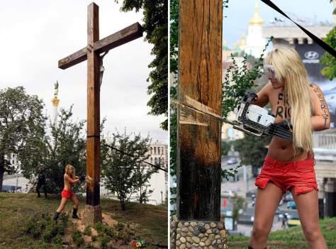 Активистка Фемен Евгения Крайзман уничтожает униатский крест, установленный в память массовых репрессий против украинцев. Миллионы украинцев были уничтожены украинским НКВД под руководством Израиля Леплевского в 30-е годы.