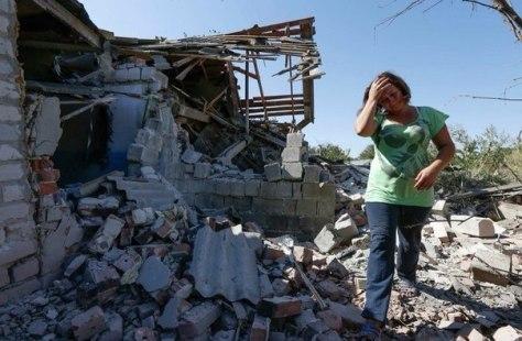11.09.14. Коминтерново (около Мариуполя) - укропы оставили в поселке свой металлолом и разрушенные дома