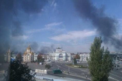 Донецк 14 сентября 2014 г. Бой возле аэропорта продолжается, горит старый терминал.
