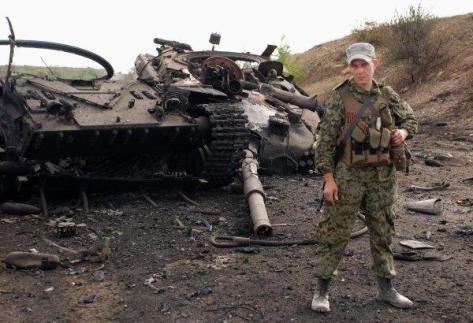 Новороссия, Комсомольск. Разбитая техника ВСУ. Фото от отряда Мотороллы.